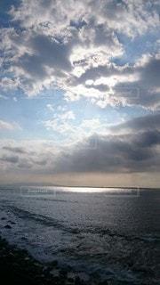 水域の上空の雲の写真・画像素材[2451238]