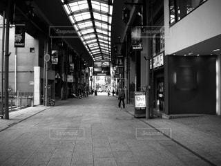 人がいない商店街の写真・画像素材[2456578]