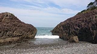 岩場と波の写真・画像素材[2459989]