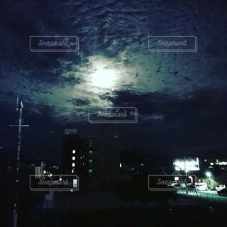 夜の街の眺めの写真・画像素材[2461771]