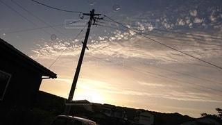 しゃぼん玉と夕焼けの写真・画像素材[2461793]