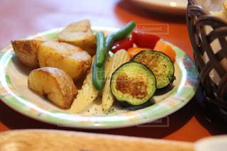 フォンデュ前の野菜の写真・画像素材[2456157]