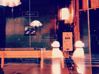深夜のファミレスでの写真・画像素材[2456508]