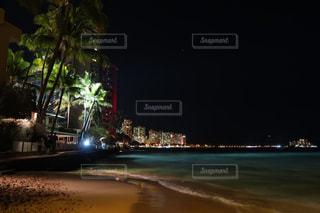 夜の街の景色の写真・画像素材[990322]