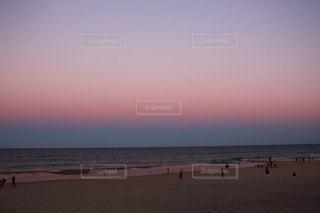 綺麗な夕焼けビーチの写真・画像素材[2457861]