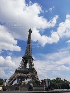 空とエッフェル塔の写真・画像素材[2459685]