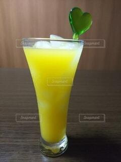 オレンジ100パーセントの焼酎割りの写真・画像素材[3658017]