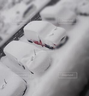 雪が積もった車の写真・画像素材[4036233]