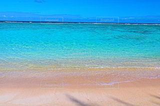 水域の隣の砂浜の写真・画像素材[3224670]