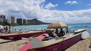砂浜の上に座っているボートの写真・画像素材[3232357]