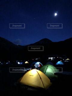 テントの灯りの写真・画像素材[2468266]