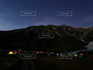 雷鳥沢テントの灯りの写真・画像素材[2468267]