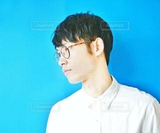 眼鏡男子の横顔の写真・画像素材[2494690]