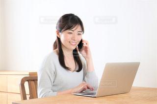テレワーク 女性 笑顔の写真・画像素材[3277453]