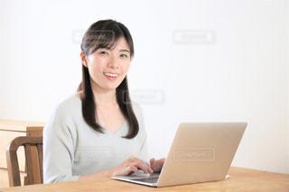 テレワーク 女性 笑顔の写真・画像素材[3277469]