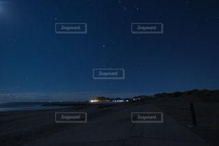 夜の海岸の写真・画像素材[2664931]