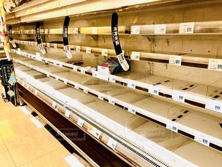 買い占められた冷凍食品売り場の写真・画像素材[3117893]