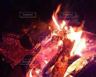 焚き火の写真・画像素材[2761038]