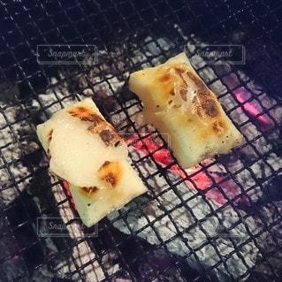 炭火で焼くおもちは最高ですの写真・画像素材[2786049]