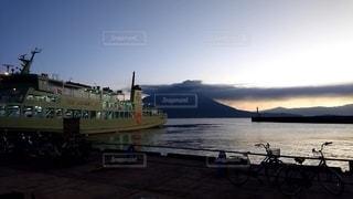 日が昇る、さぁ出港だ!の写真・画像素材[3424225]