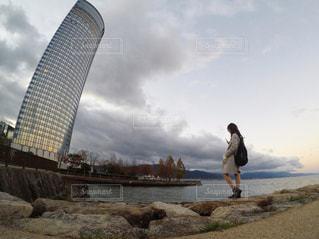 夕暮れ時の琵琶湖の写真・画像素材[2474697]