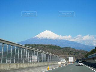 高速道路から見える富士山の写真・画像素材[2892495]