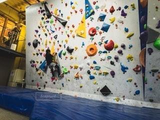 ボルダリング・練習・女の子の写真・画像素材[2508104]