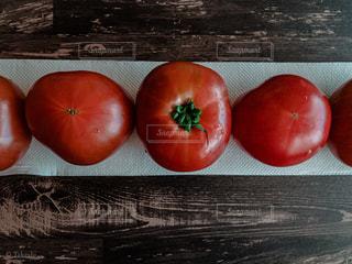 トマトを並べた写真の写真・画像素材[3209004]