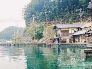 水の体の小さなボートの写真・画像素材[3068108]