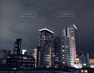 夜の街の眺めの写真・画像素材[2496233]