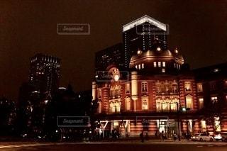 夜の東京駅の写真・画像素材[2657135]