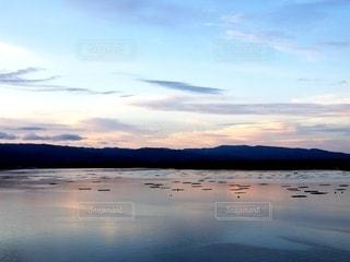 加茂湖の美しい朝焼けの写真・画像素材[2582082]