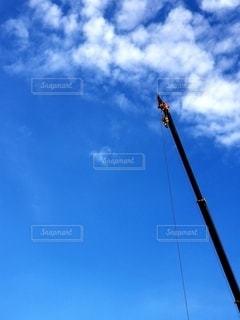 高く伸びるクレーンの写真・画像素材[2667529]