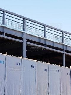 シートを張った建設現場の写真・画像素材[2831839]