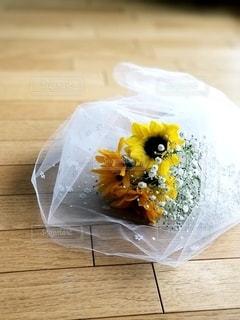 レースに包まれた花束の写真・画像素材[3099615]