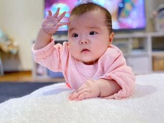 ポーズをとる赤ちゃんの写真・画像素材[2654940]