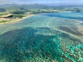 サンゴ礁が広がる石垣島の海の写真・画像素材[2483674]