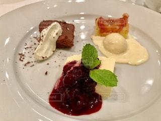 イタリアンレストランでディナーの写真・画像素材[2483769]