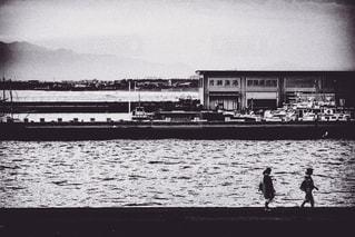 夕陽の海岸の写真・画像素材[2484386]