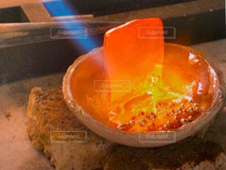 赤々と溶ける金属の写真・画像素材[2485982]