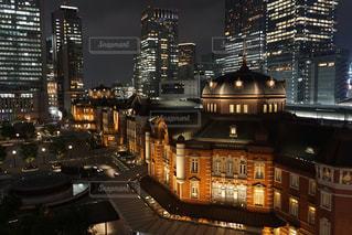 東京駅のライトアップの写真・画像素材[2486884]