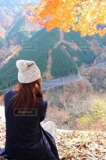 紅葉の山登りの写真・画像素材[2499569]