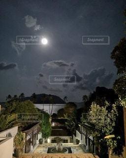 満月の夜の写真・画像素材[2487707]
