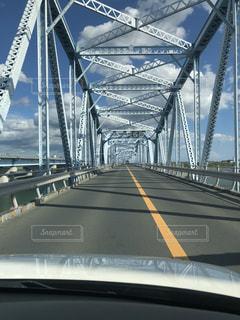 川に架かる大きな橋の写真・画像素材[2703095]