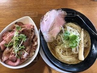 ラーメンとチャーシュー丼の写真・画像素材[2722447]