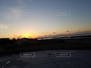 夕暮れと海と夏の写真・画像素材[2492227]