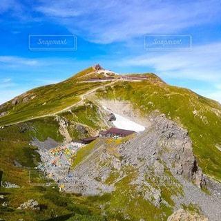 白馬岳と山荘とテントの写真・画像素材[2497375]