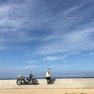 セーラー服とバイクの写真・画像素材[2493578]