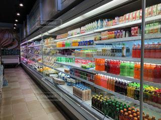 店内のディスプレイ、スーパーマーケットの写真・画像素材[2495035]