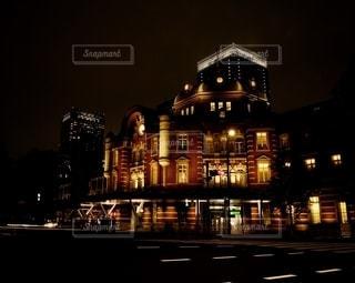 夜、東京駅の写真・画像素材[2496537]